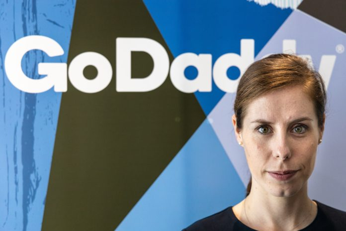 GoDaddy ve Barış Arduç küçük İşletmeler ve Girişimcilerin Online Olmasına Yardım Etmek İçin Güçlerini Birleştirdi