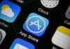 Apple, şirketin yüzde 30'luk komisyonunu ön plana çıkaran Facebook güncellemesini engelledi