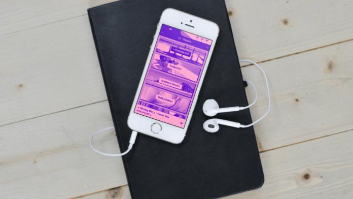Yaz sarkilarina odaklanan retro tasarimli internet radyosu Poolside FM, iOS uygulamasini yayina aldi