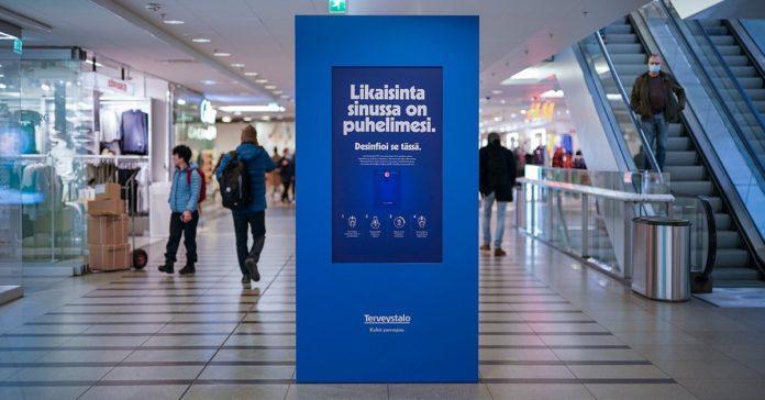 Finlandiya'da Reklam Panoları, Telefonlar İçin Dezenfektan Noktalarına Dönüştürüldü