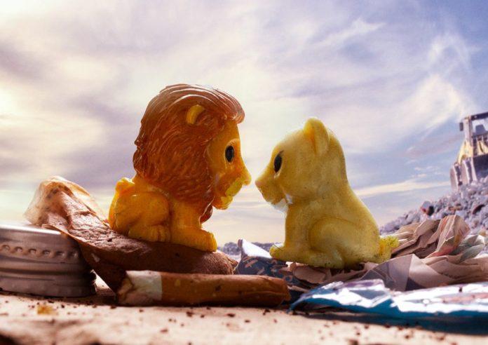 Parodi Disney Posterleri, Tek Kullanımlık Plastik Oyuncakların Çevreye Verdiği Zararı Vurguluyor