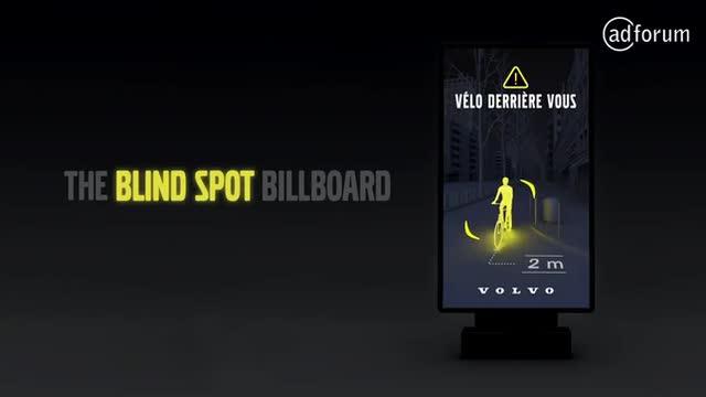 Volvo, Kör Nokta Teknolojisini Dijital Bir Reklam Panosunda Paylaşıyor