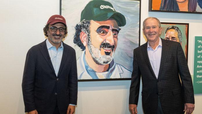 George Bush, başarılı göçmenleri konu alan kitabında Hamdi Ulukaya'ya yer verdi