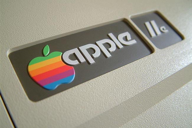 Apple'ın İkonik Gökkuşağı Logosu Geri Dönüyor
